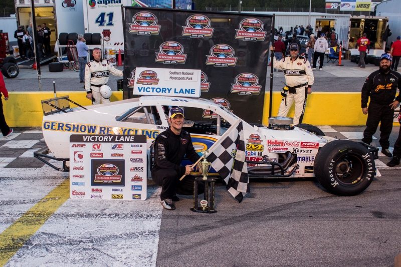 JR Bertuccio Wins First Modified Tour Race at SNMP