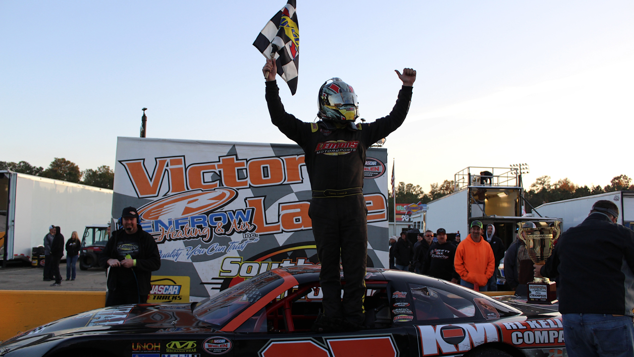 Lemons Scores Victory in Chaotic Thanksgiving Classic Finish